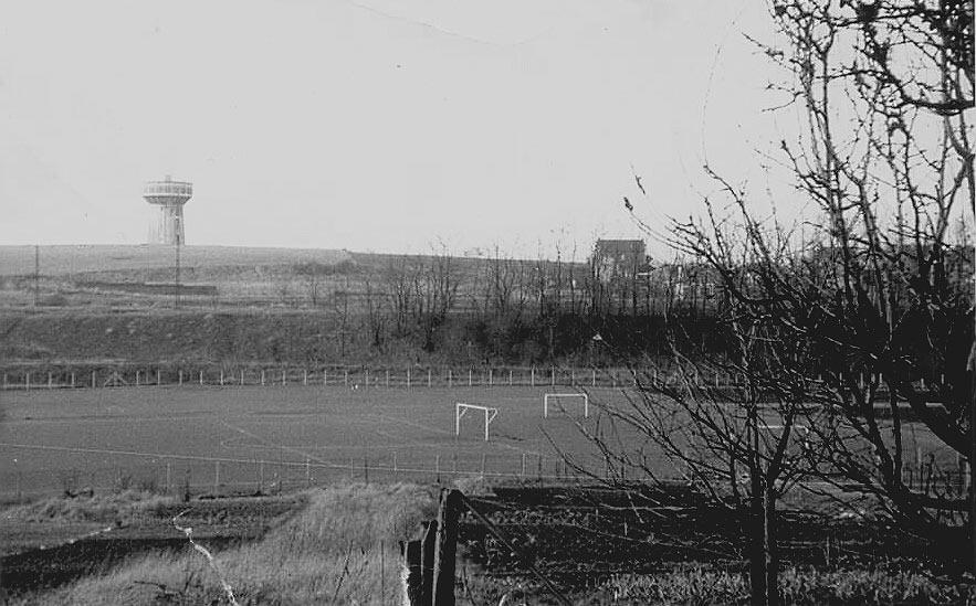 Le château d'eau et le stade en 1971